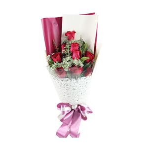 鲜花/心的芬芳:9枝红玫瑰 包 装:玫红色包装纸搭配梦幻网编扇面包