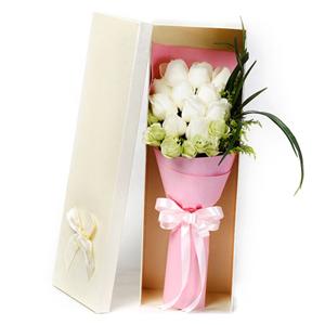 鲜花/甜蜜时光:11枝白玫瑰  6枝桔梗  黄英唯美搭配 花 语: