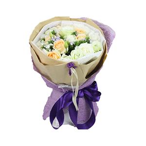 鲜花/最爱:9枝白玫瑰,9枝香槟玫瑰 包 装:高档牛皮纸、紫色