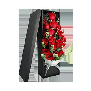 鲜花/热恋:19枝精品玫瑰花盒 尤加利叶间插搭配 花 语:热恋