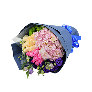 鲜花/亲情与爱情:9朵香槟玫瑰、9朵粉玫瑰 绣球、雏菊、龙胆、尤加利搭