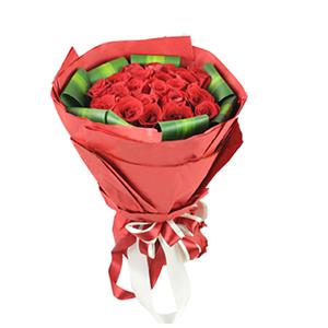 鲜花/爱之火:21枝红玫瑰 包 装:多层火红色手揉纸包裹,红白双