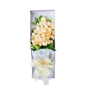 鲜花/在一起的感觉:33枝香槟玫瑰。 配材:绿叶围绕 花 语:温馨浪漫