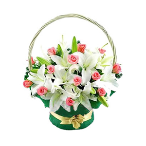 鲜花/芳心:6枝多头白香水百合,19枝粉玫瑰间插 配材:配叶