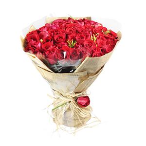 鲜花/简单的幸福:66枝红玫瑰 配材:黄莺间插 花 语:因为有你,我