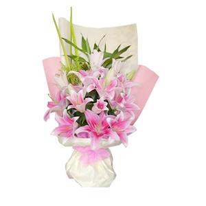 鲜花/勇敢爱:粉色香水百合10只 包 装:浅色和粉色皱纹纸竖面包