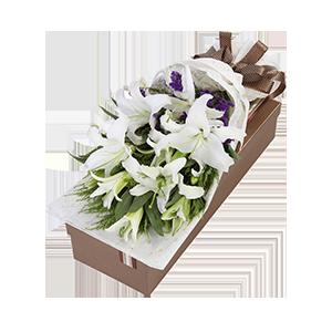 鲜花/香水百合:匠心设计,9朵香水百合 包 装:高档礼盒包装,赠送