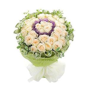 鲜花/星光无限:香槟玫瑰33朵 包 装:绿色卷边纸内衬,绿色纱网围