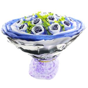 鲜花/浪漫星空:18支蓝色妖姬,棉纸纱网双层独立包装。 包 装:白