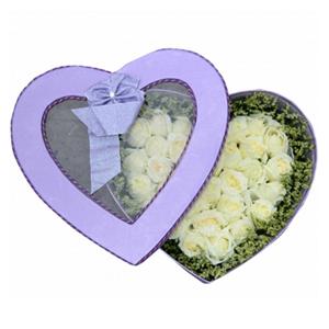 鲜花/想你的夜半时分:33枝白玫瑰 配材:水晶草围边 花 语:想你的夜半
