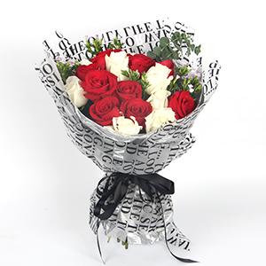鲜花/一世之约:9枝白玫瑰、9枝红玫瑰,尤加利叶、青梅间插 花 语
