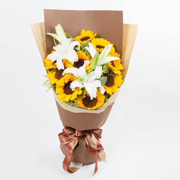鲜花/父爱永恒:九支向日葵+百合点缀 花 语:你温暖的注视,像太阳