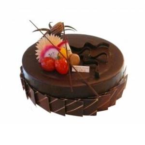 蛋糕/美丽诱惑: 圆形欧式蛋糕,整体巧克力酱铺面,时令水果装饰。