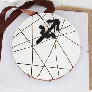 蛋糕/射手座专属蛋糕:鲜奶鸡蛋胚+巧克力装饰 祝 愿:愿意与你相伴在未来