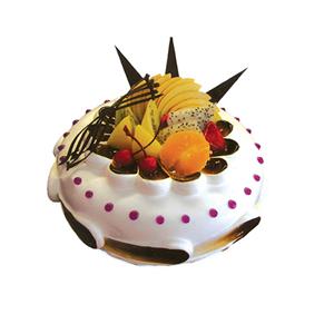 蛋糕/自由: 圆形鲜奶水果蛋糕,时令水果,巧克力插片。