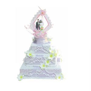 蛋糕/爱的见证: 三层方形鲜奶蛋糕,白色雕花,鲜奶百合花  [
