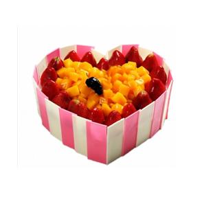 蛋糕/火热的心: 心形水果蛋糕,巧克力片围边,时令水果装饰