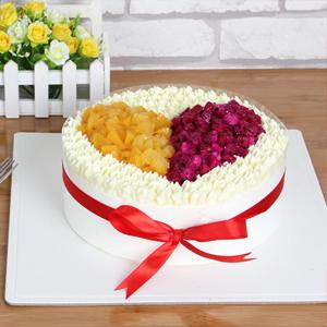 蛋糕/愿得一人心:原材料:时令水果  奶油 蛋糕说:一生只为你心动回旋,真爱