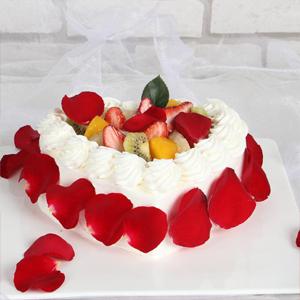 蛋糕/明明白白我的心: 时令水果,新鲜奶油,外围玫瑰花瓣  [包 装
