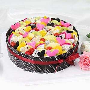 蛋糕/缤纷盛果:原材料:圆形欧式水果蛋糕,各色水果饱满装饰,纯手工巧克力片围