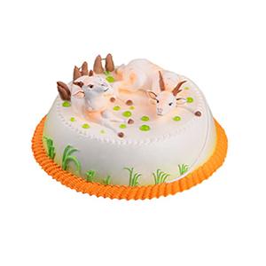 蛋糕/喜气洋洋: 圆形奶油蛋糕,两只小羊装饰,绿色奶油植物围边。
