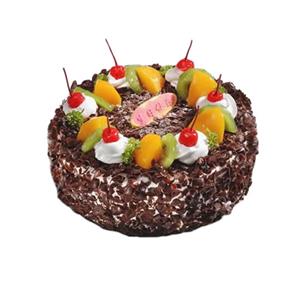 蛋糕/挪威森林: 圆形黑森林蛋糕,时令水果装饰,白色奶油点缀红樱