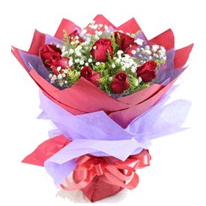 鲜花/伊人:9枝红玫瑰 时令配草 花 语:一生情缘,只为伊人