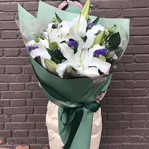 鲜花/真情永记:9枝多头白百合+高级配草 花 语:一种缘分来自天意