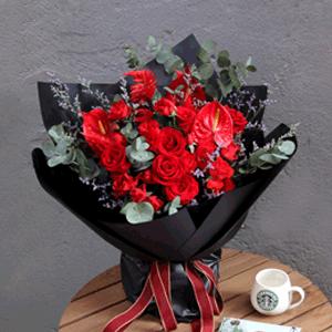鲜花/我的公主:11朵红玫瑰 鸡冠花,情人草,尤加利等配材 花 语