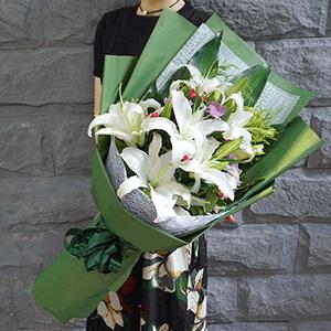 鲜花/最美的祝福:11枝白色百合+高级配草 花 语:最美的爱恋