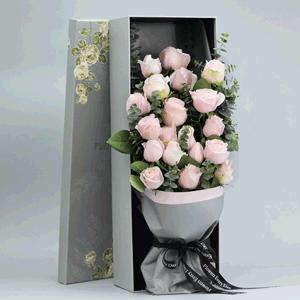鲜花/命中注定要爱你:21枝白玫瑰礼盒装 花 语:认识你到喜欢你,都是我