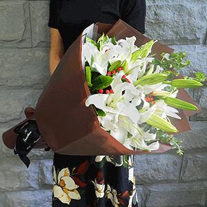 鲜花/那年花开:21枝白百合 花 语:珍惜最真的情感,感受最近的幸