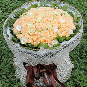 鲜花/似水柔情:66枝香槟玫瑰+白玫瑰 花 语:情话给你,钥匙给你