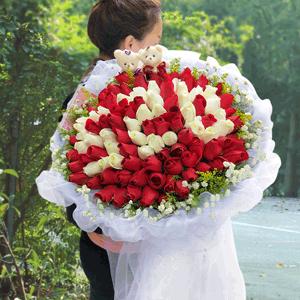鲜花/只想要你:99枝红玫瑰+白玫瑰+高级配草 花 语:这世界就是