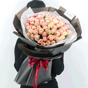 鲜花/相伴相守:99枝玫瑰 花 语:佳期遇人,一瞬心动